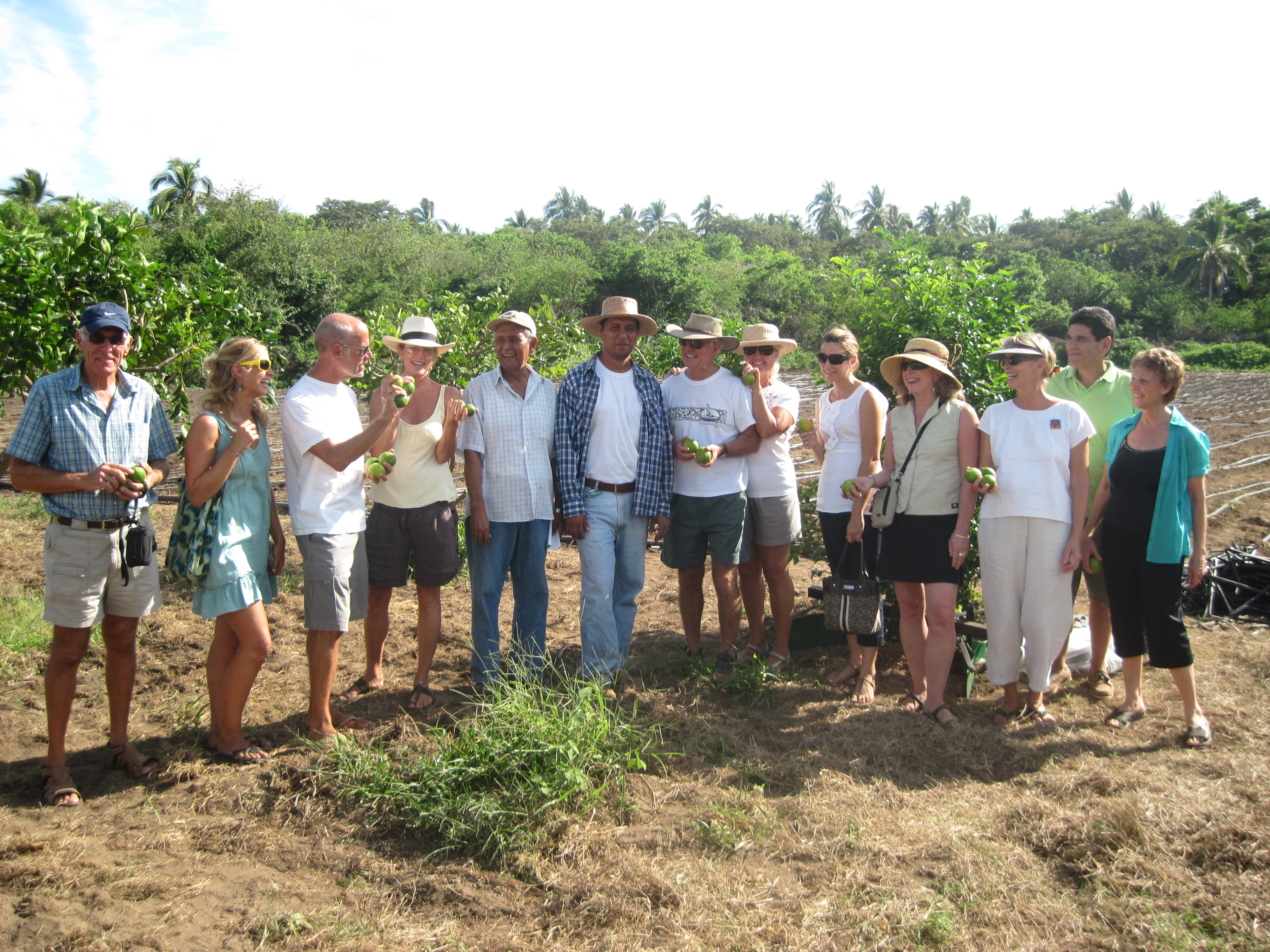 The first members of Canasta Viva with Organic Farmer Paco Chavez